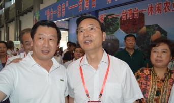 海南省省委副書記李軍與台灣梅山製茶林政豐董事長合影